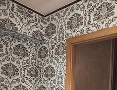 Klejenie tapety w łazience